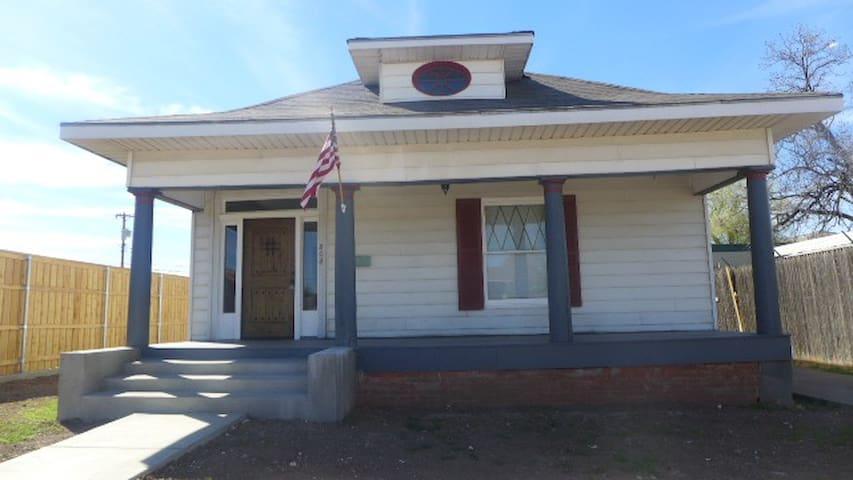 Restored 1910 craftsman home. - Amarillo - House