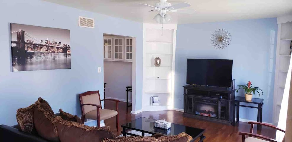 Gorgeous home, best Dover location near racetrack