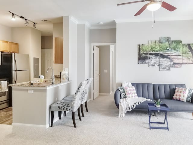 Cozy 2 Bed 2 Bath Luxury Apartment*24/7 Check-in