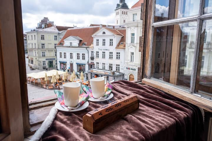 Main Square Apartment with Exclusive View & Bath