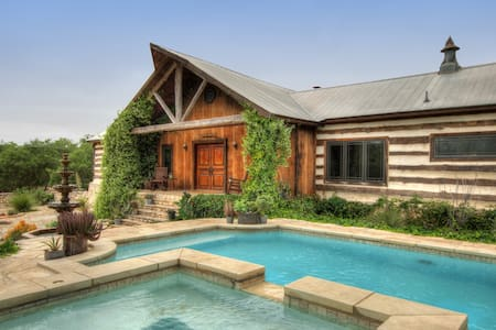 RELICS RANCH: 2-Home Luxury Estate - Wimberley