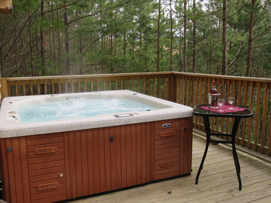 secluded cabin in the woods w large hot tub pond blockh tten zur miete in east bernstadt. Black Bedroom Furniture Sets. Home Design Ideas