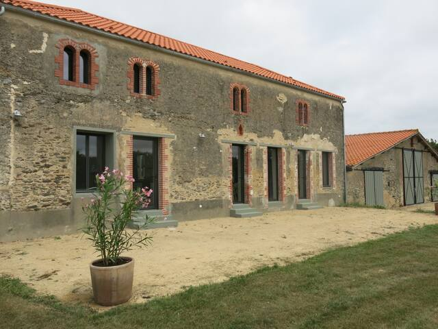 2015 Renovated Country Side Farm - L'Aiguillon-sur-Vie - Casa