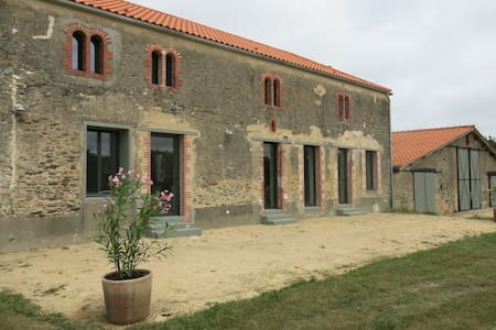 2015 Renovated Country Side Farm - L'Aiguillon-sur-Vie - Talo