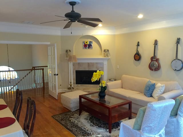 Charming room in a beautiful house - Tallahassee - Casa