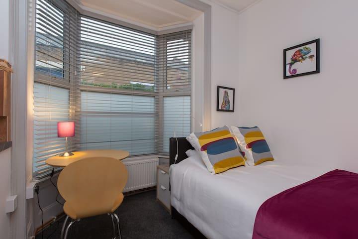 Crewe Rooms Samuel Street - Single Ensuite