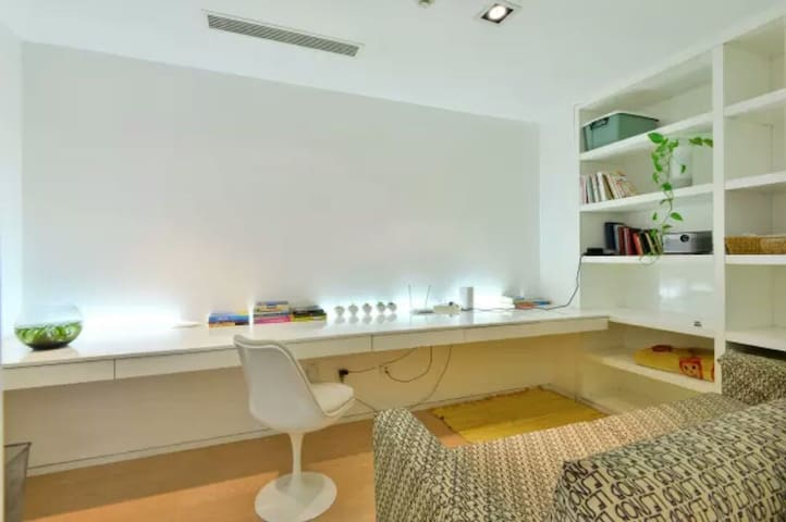 三里屯SOHO投影舒适办公书房/Sanlitun SOHO Chic Cozy Study Room - Beijing - Apartment