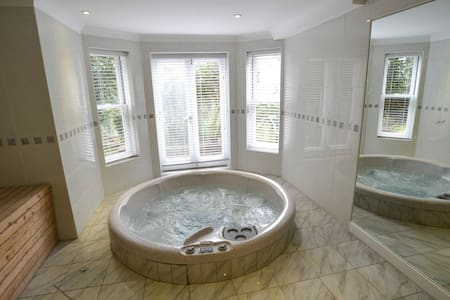 Garden Apartment with Hot Tub and Sauna - Brighton - Apartment