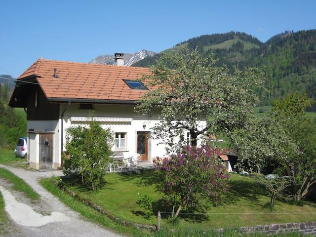 La Gruyère, entre prés et montagnes - Val-de-Charmey - House