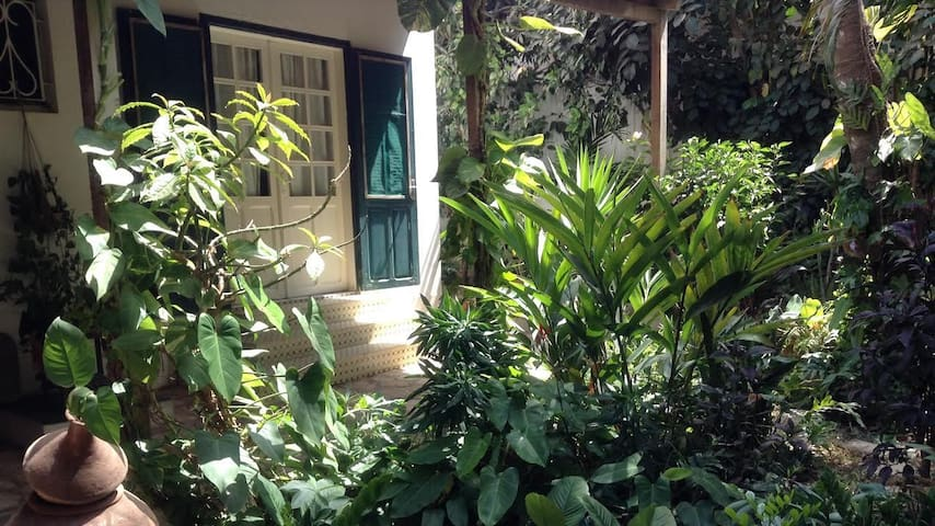 Beautiful independent room with garden - Dakar - Casa