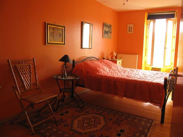 Jolies chambres à thème coeur Médoc - Pauillac - Penzion (B&B)