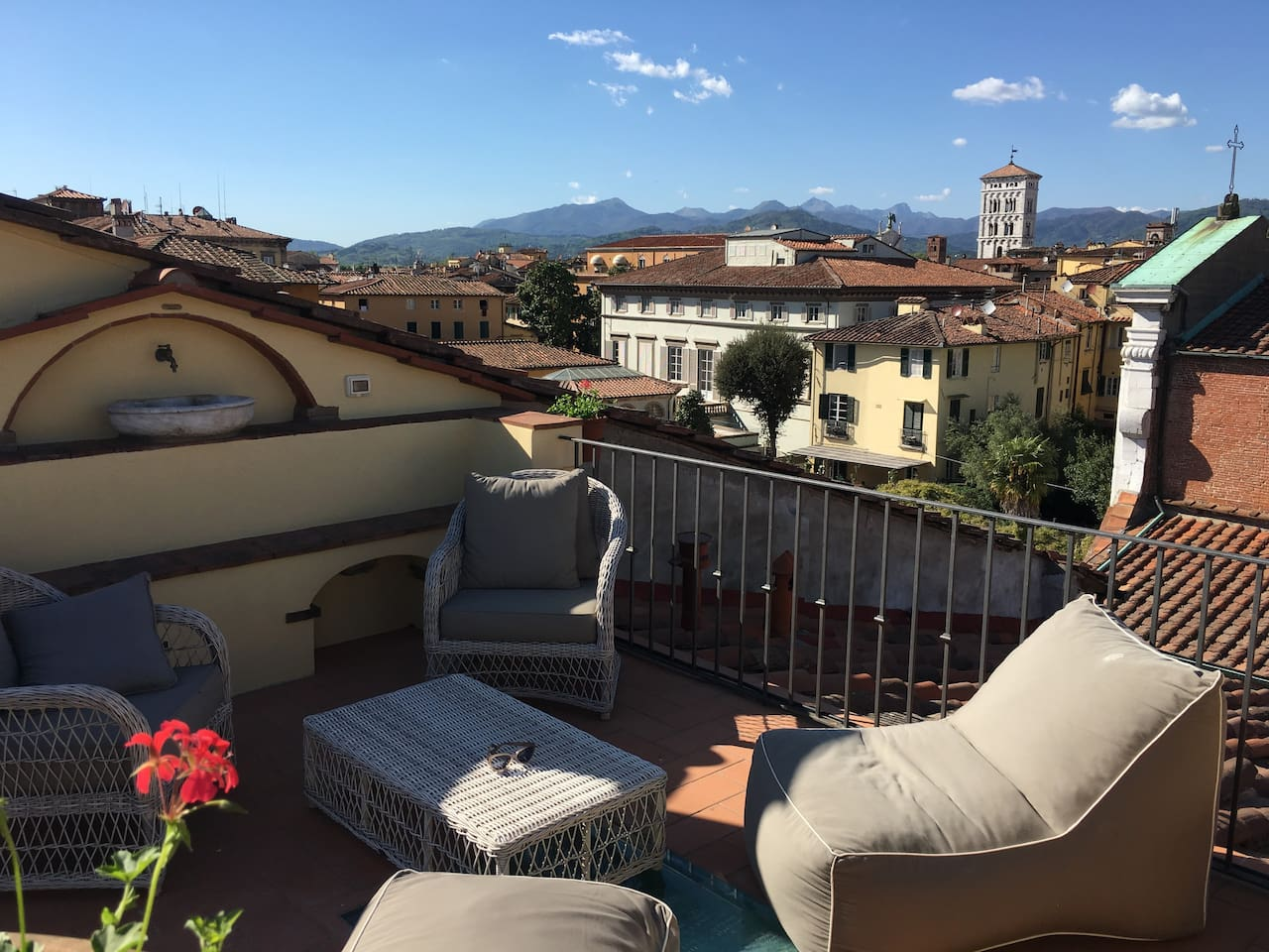 360 panoramic views over Lucca's rooftops and the Tuscan countryside