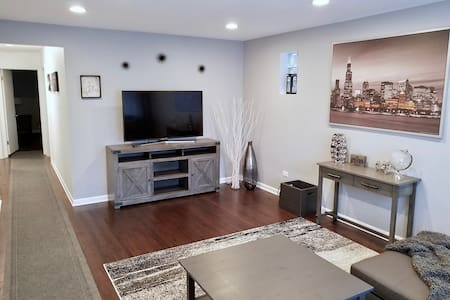 ⚡️NEW! Stylish & Cozy 3BDRM, 10min/ORD, 20min/DT❤️