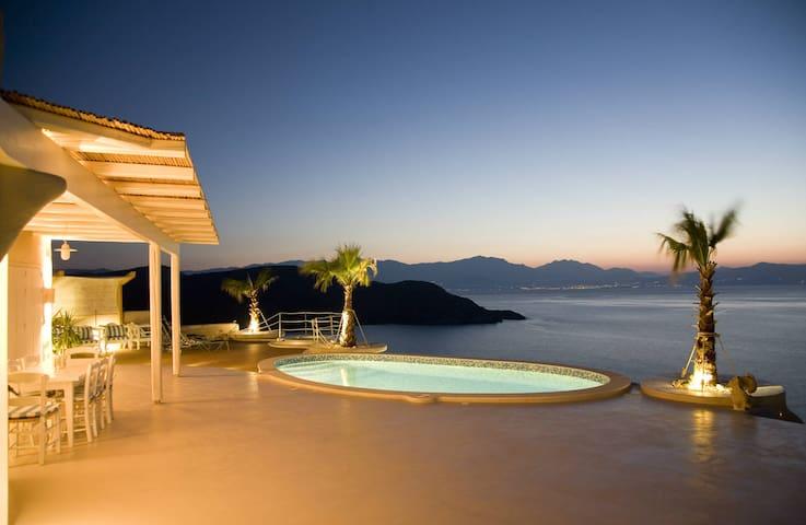 Cycladic Style Villa Overlooking gulf of Mirabello