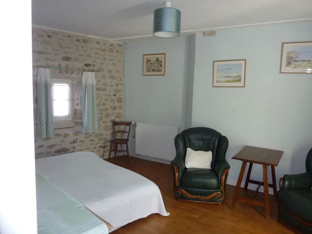 Townhouse St Jacques - Green room - Eymoutiers - Casa
