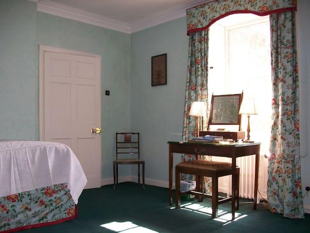 Loughbrow House - Nicholas' Room (single)