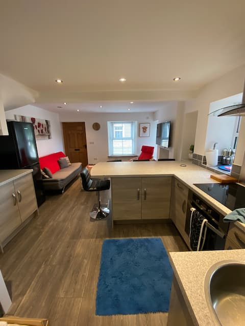 Cheerful dog friendly 2 bedroom cottage