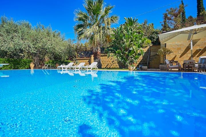 Villa Natino mit Schwimmbad