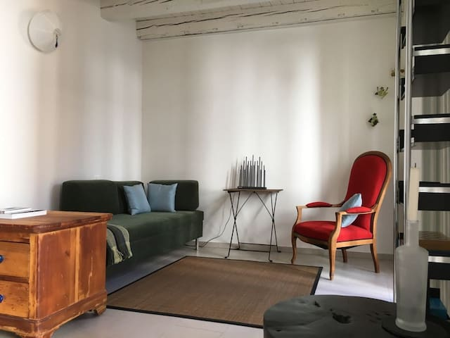 Modern old-town studio 30m from the Piazza Grande