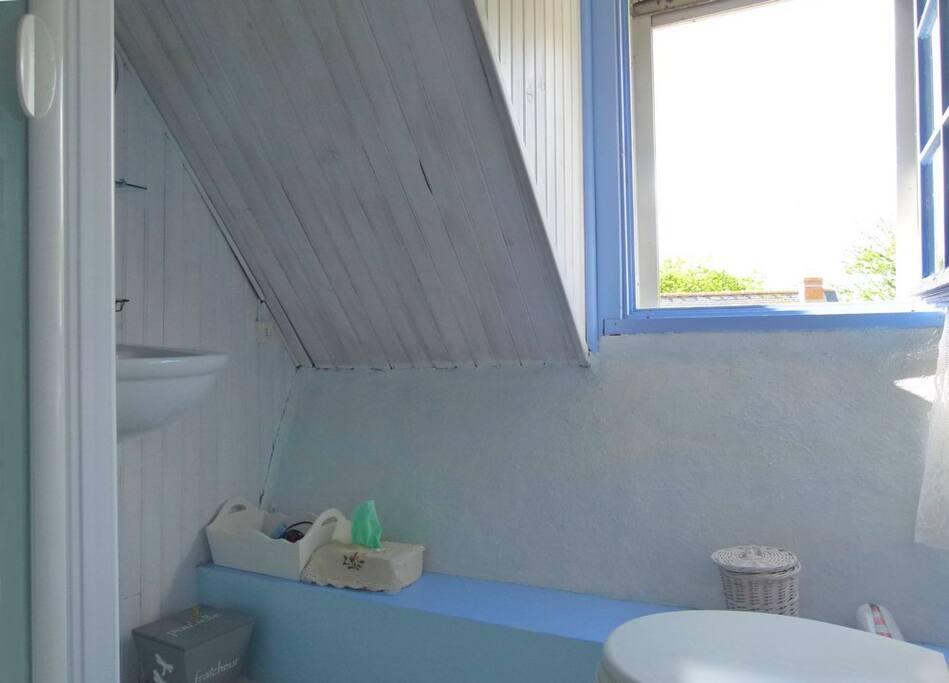 et sa salle d'eau