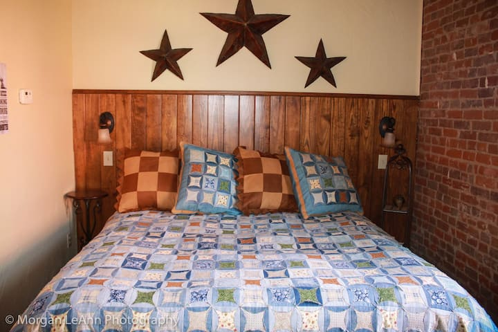 The Chisholm Trail - The Shady Lady Bed & Breakfast