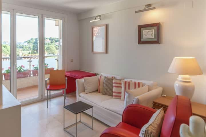 Very Central, Seabeach closeby, Private Terrace, Free Wifi