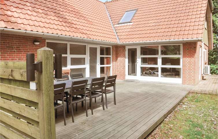 Holiday cottage with 4 bedrooms on 210m² in Asperup