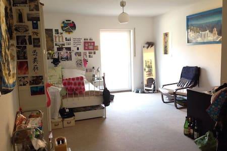 Süße 1 - Zimmer Wohnung mit Balkon - Jena