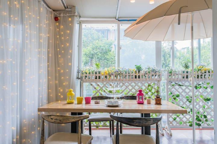 [乐游花园]玉林小酒馆地铁口花园餐厅乐游套房