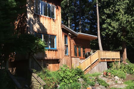 Gorgeous House in Bonniebrook with Ocean View - Gibsons