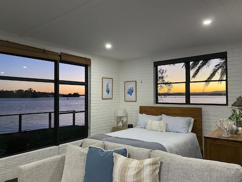 Serenity by the Lake - Romantic Waterfront escape