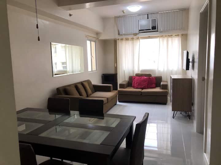 Apartment in QC with surrounding establishments