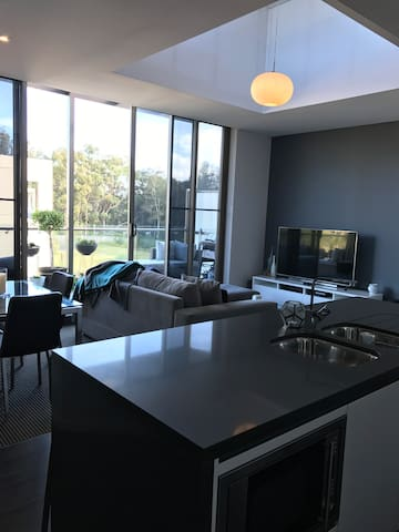 Modern 1bd apt resort-style living! - Warriewood - Appartement