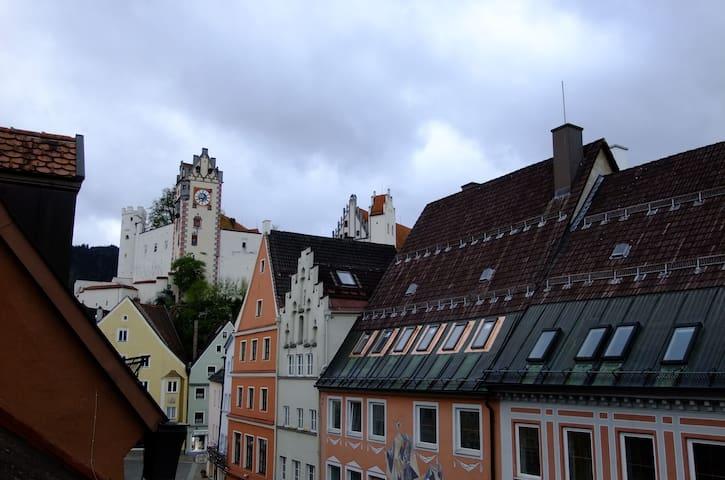 Über den Dächern, der Blick auf das Hohe Schloss