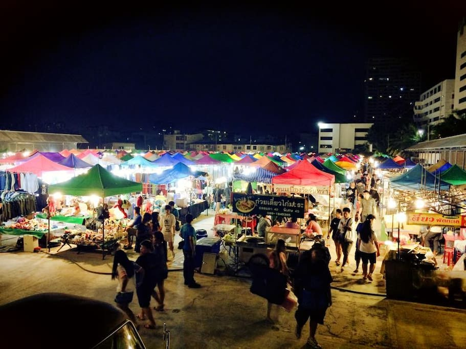 Night trip to Nonthaburi night market (Free ride)