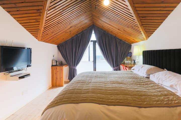 西湖灵隐有间房子客栈全木阁楼温馨大床房301