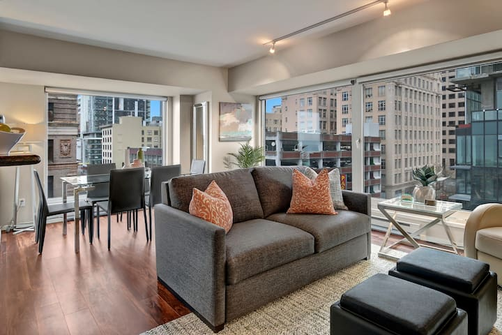Elegant 2 Bedroom Pike Place Market Condo
