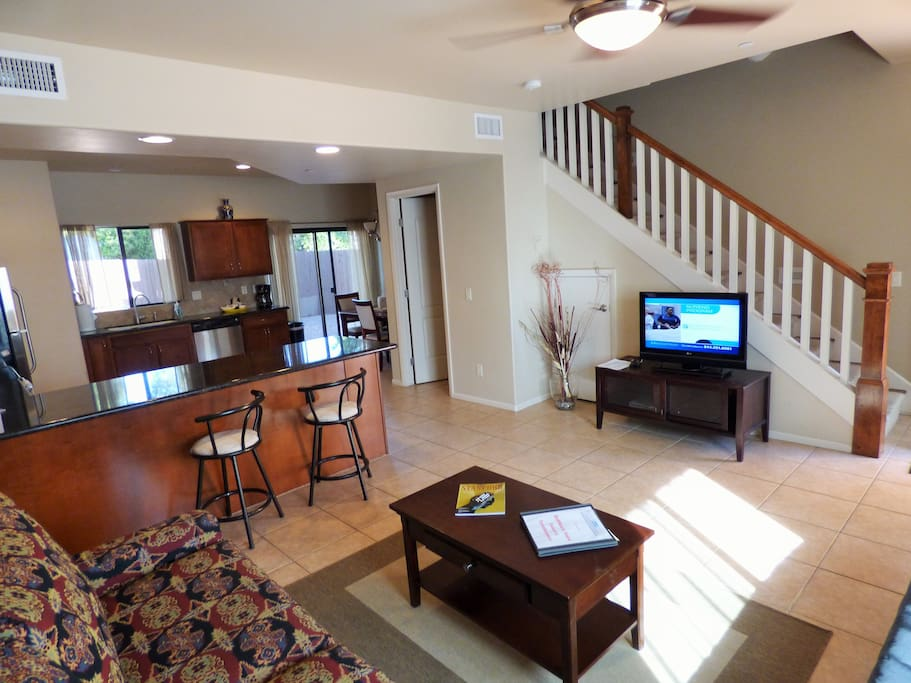 Luxurious vacation townhouse 2 master bedrooms for Master down townhomes