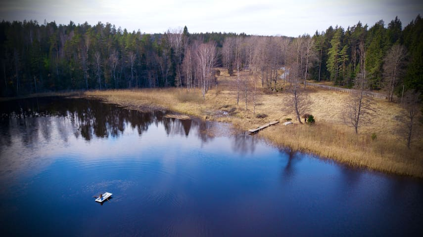 """Back to nature""- Cozy cabin by lake ""Smalsjön"""