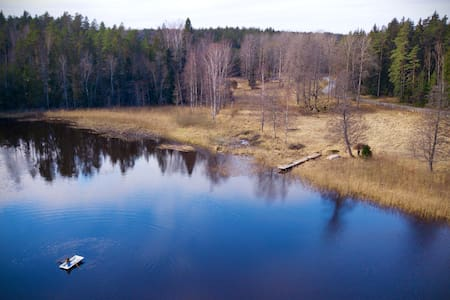 """Back to nature: cozy cabin next to lake """"Smalsjön"""""""