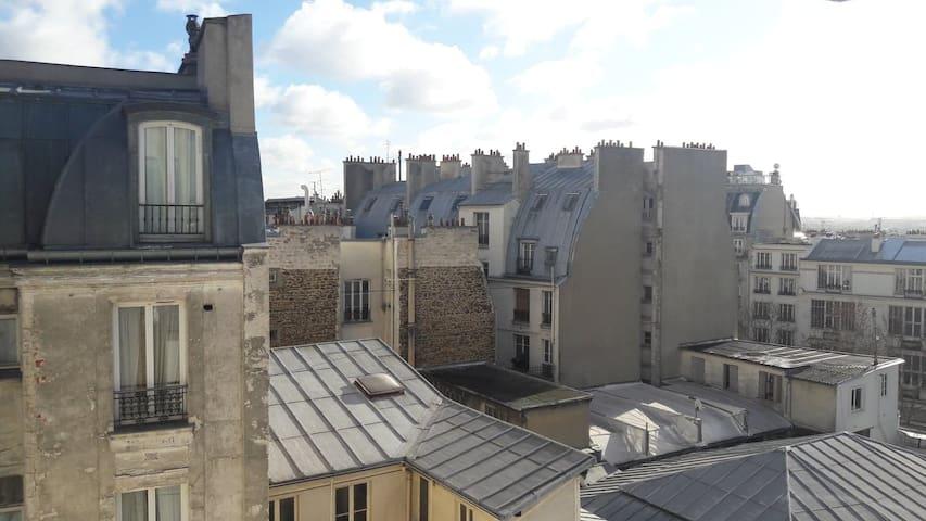 Sunny studio in the heart of Montmartre !
