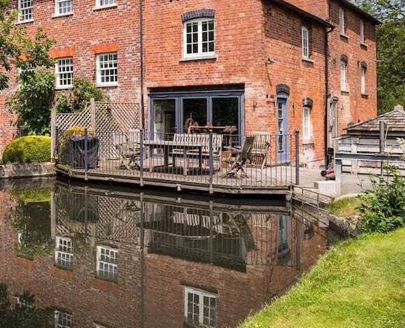 Mill-Wheel House - riverside getaway, sleeps 6