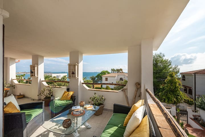 Beautiful Villa Dolly Close to the Beach with Wi-Fi, Balcony & Terrace; Parking Available