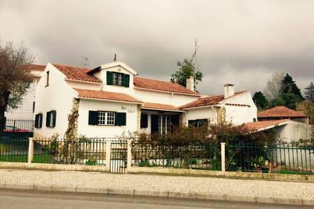 Quiet house with a beautiful garden - Leiria - บ้าน