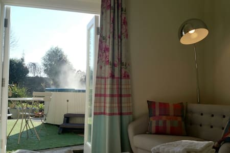 Cosy Snug with Hot Tub. Close to the Eden Project - St Austell - Haus