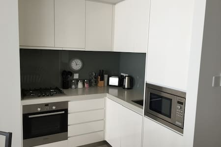 Signature Holiday Homes- Studio Apartment,D1 Tower - Apartmen