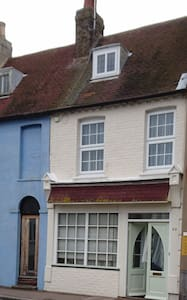 NEW LISTING The Old Book Shop Cottage - Broadstairs - House