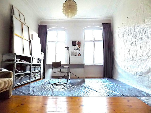 THE ARTIST APARTMENT