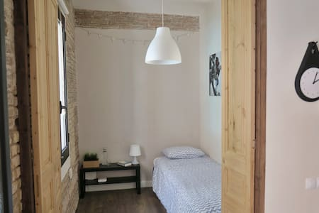 Sunny room in beautiful apartment, 2 mins to beach - Barcelona - Appartement