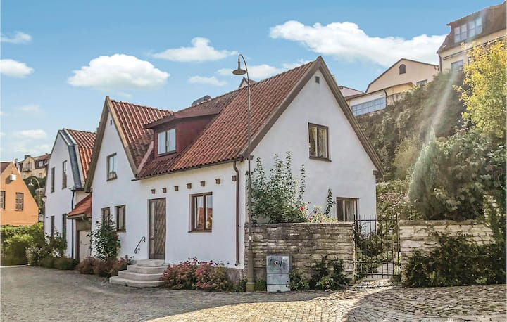 Beautiful apartment in Visby with WiFi and 5 Bedrooms